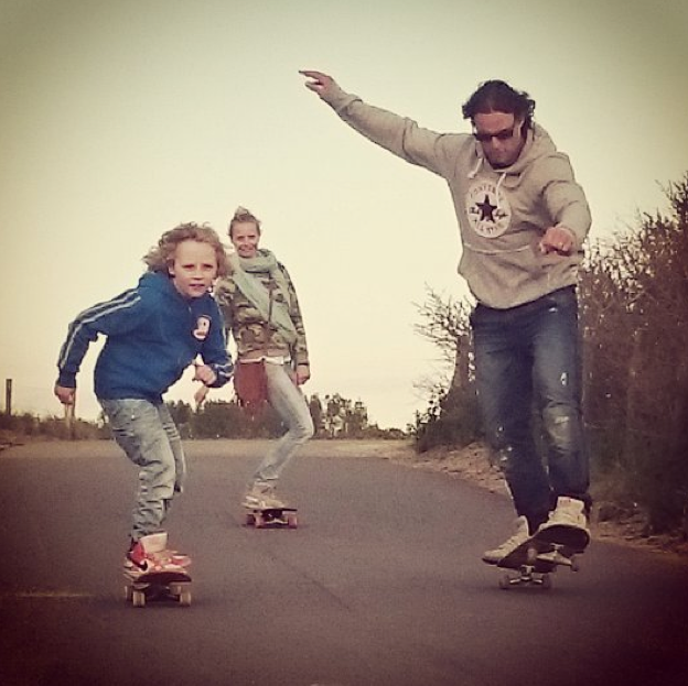 family skates together